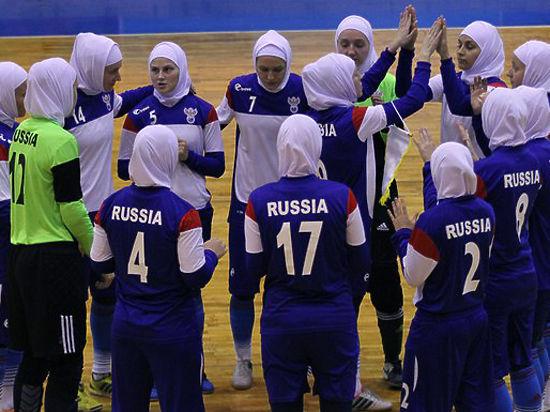 Блогеров возмутили фотографии российских футболисток в хиджабах