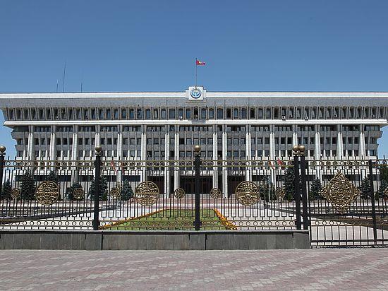 В Киргизии потеряли Конституцию, но изменения в неё все-равно внесут