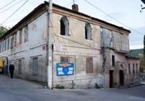 Умышленное обветшание: в Крыму заменяют исторические здания новостройками