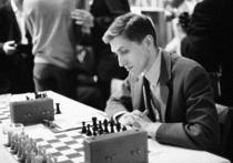 Известный югославский шахматист Любомир Любоевич рассказал недавно несколько новых и интересных фактов из биографии шахматного короля Роберта Фишера, которые позволяют несколько иначе отнестись к нему, чем это было принято раньше