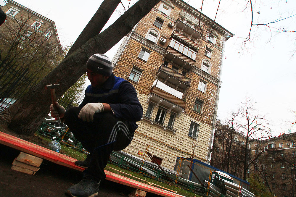 Жители сталинских домов возмущены попытками перекрасить исторические здания