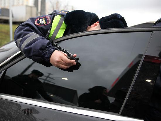 ГИБДД берет водителей под арест за излишне тонированные машины
