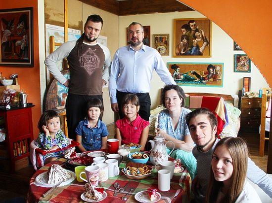 Активисты «Молодой Гвардии Единой России» ознакомились с проблемами многодетной семьи