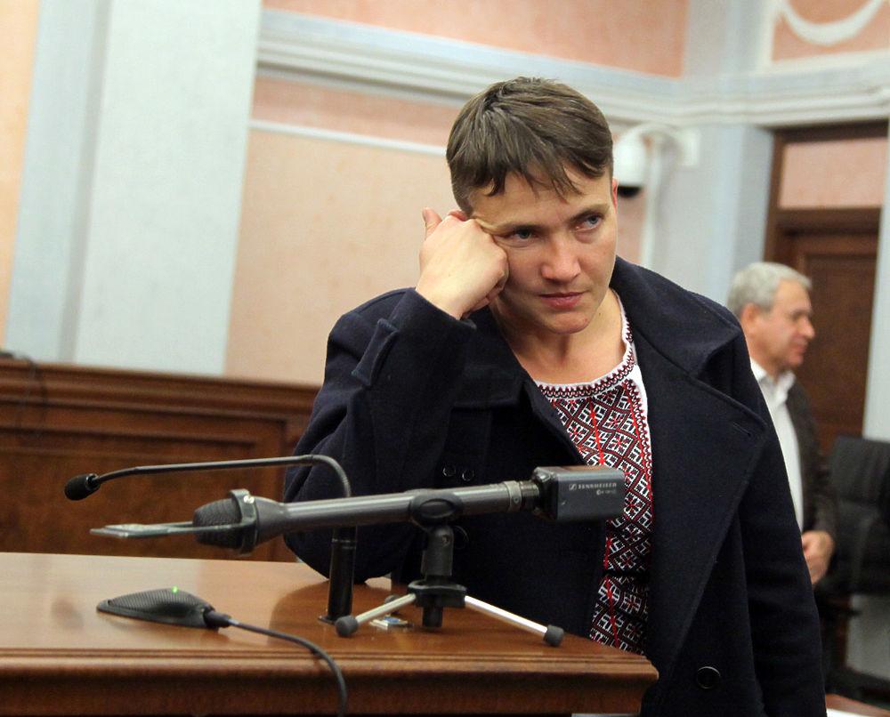 Савченко показала в Москве украинскую моду: бушлат, вышиванка, ремень