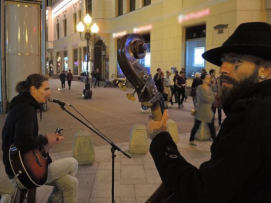 Слишком громкое эхо: власти решили выгнать с Арбата уличных музыкантов