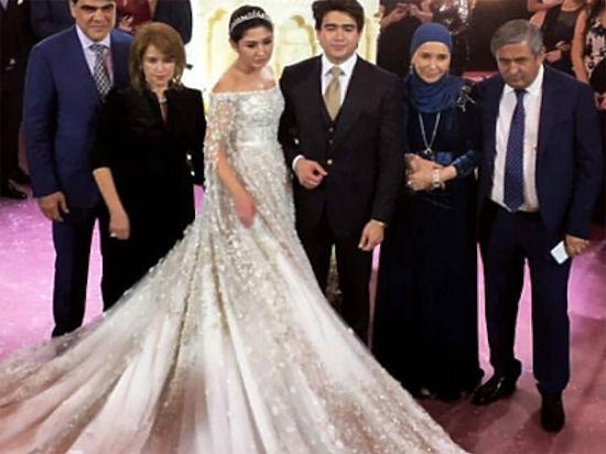 Дочь олигарха Шокирова перещеголяла Бажаеву свадебным платьем за 40 млн