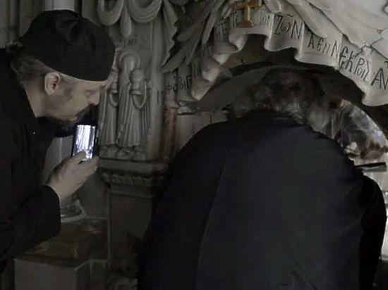 Вскрытый учеными Гроб Господень собрались показывать верующим через специальное окошко