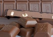 Британский ученый Тим Спектор из Королевского колледжа Лондона выступил с предположением, что сбросить лишний вес человеку помогают, на первый взгляд, отнюдь не ассоциирующиеся с похудением продукты: шоколад и красное вино, а также сыр и кофе