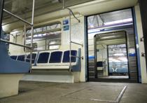 Стоп-краны в новых современных вагонах метро «Москва» теперь будут тщательно спрятаны от посторонних глаз