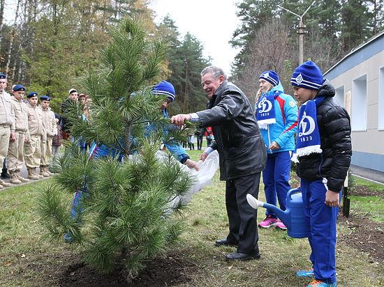 Вячеслава Веденина увековечили в дереве