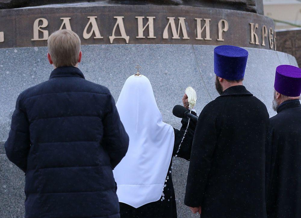 Путин открыл памятник князю Владимиру: пришел весь российский бомонд