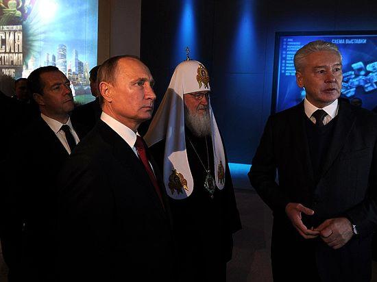 От Сталина до Путина: показанная президенту выставка поразила публику