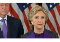 Клинтон в костюме траурного цвета призвала довериться Трампу