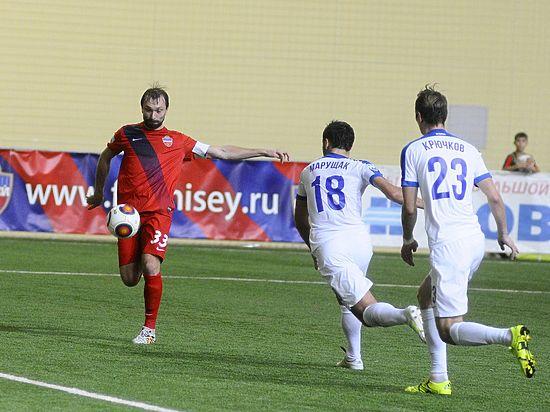 В чемпионате России по футболу подопечные Андрея Тихонова одержали  десятую победу.