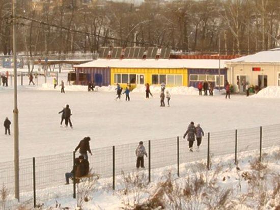 В краевом центре на территории «Татышев-парка» открылся самый большой в городе ледовый каток.