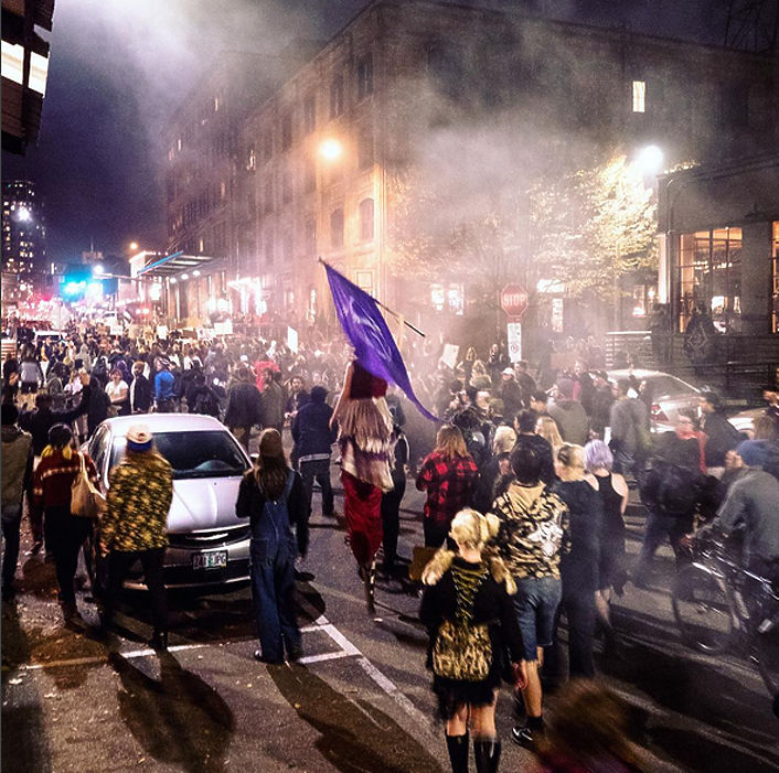 Американцы крушат Портленд, протестуя против президента Трампа