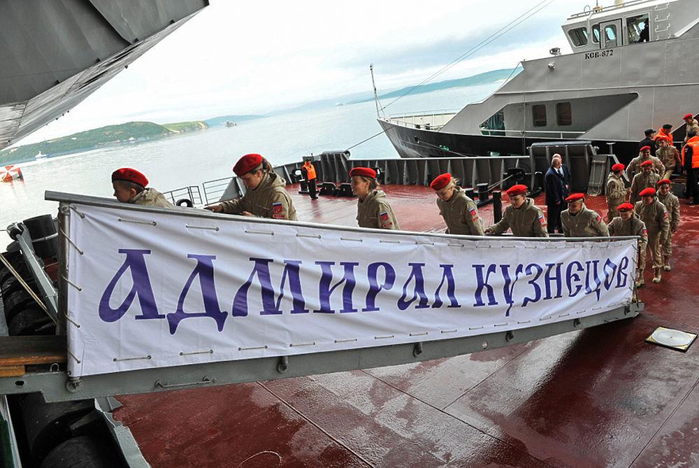 """Авианосец """"Адмирал Кузнецов"""" внутри и снаружи: чем гордится российский флот"""
