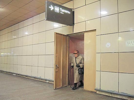 Гей в бесплатном туалете на вокзале