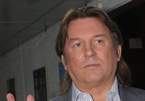 Спортивный комментатор Василий Уткин заявил, что решил сняться в музыкальном клипе «Человек-говно» группы «Биртман»,  поскольку  хотел попробовать себя в новой роли
