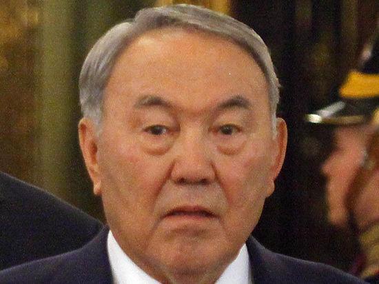 Назарбаева надо спасти от льстецов