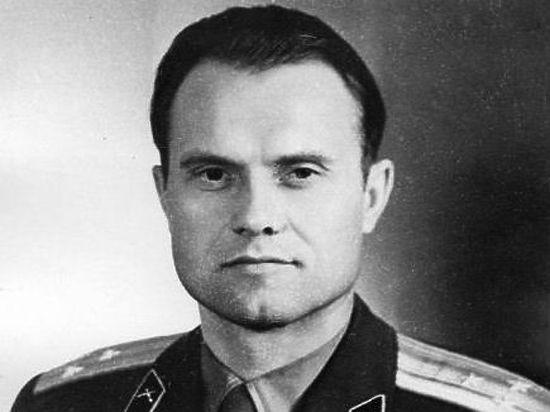 С чисто большевистским упорством наше недавнее прошлое пытаются разделить на хорошее и постыдное