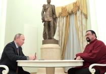 Президент России Владимир Путин встретился в Кремле со знаменитым американским актером Стивеном Сигалом