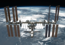 Через несколько часов всего в пяти километрах от Международной космической станции пролетит крупный фрагмент космического мусора, представляющий собой обломок советского спутника
