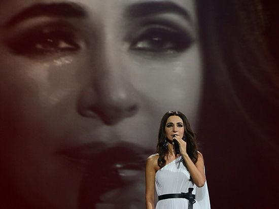 Певица Зара расплакалась на концерте в Кремле