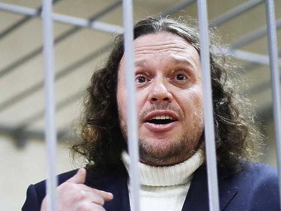 Процесс над обвиняемым в мошенничестве бизнесменом начался со скандала