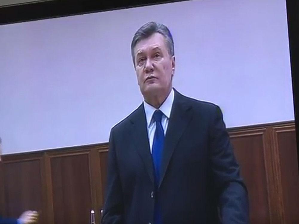 """Янукович извинился за """"Беркут"""" и согласился на допрос с Порошенко"""