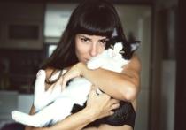 Группа специалистов, представляющих Карлов университет в Праге, выступили с предположением, что кошачьи паразиты Toxoplasma gondii могут влиять на поведение человека даже сильнее, чем предполагалось до сих пор