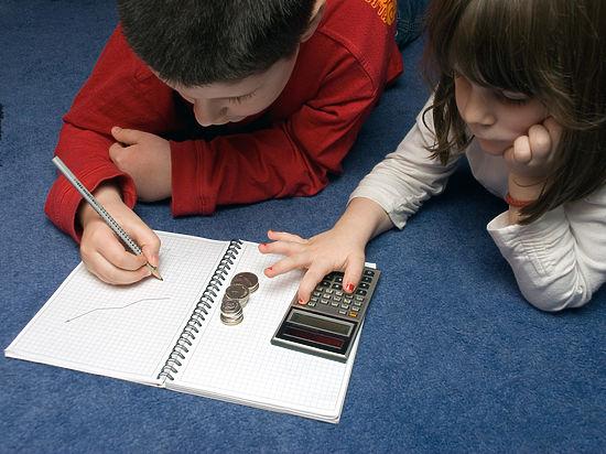 Формально образование в нашей стране бесплатное, но почти все образовательные учреждения имеют массу законных способов собрать с родителей деньги
