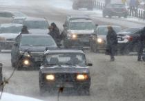 Москва встала в девятибалльных пробках — водителей просят пересаживаться на общественный транспорт, десятки авиарейсов отменили из-за непогоды