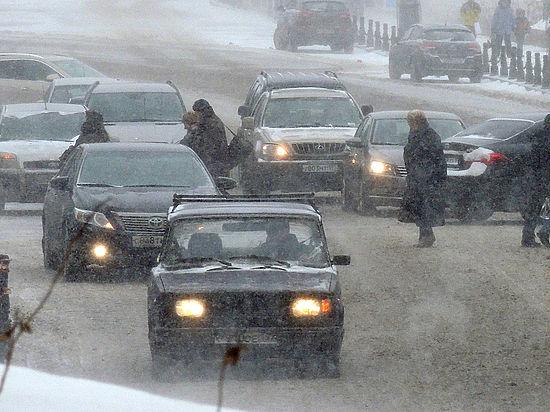 Самая катастрофическая метель в Москве вызвала пробки длиной 1800 километров
