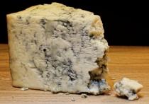 Мэр города Чамбарак Юра Авалян сообщил, что местный завод по производству сыра рокфор предоставил жителям свою продукцию в уплату долгов по зарплате за несколько месяцев и суммы, которую горожане должны были получить за сданное молоко