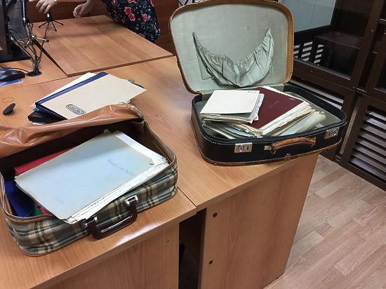 Хинштейн и внучка Серова принесли судье чемоданы дневников главы КГБ