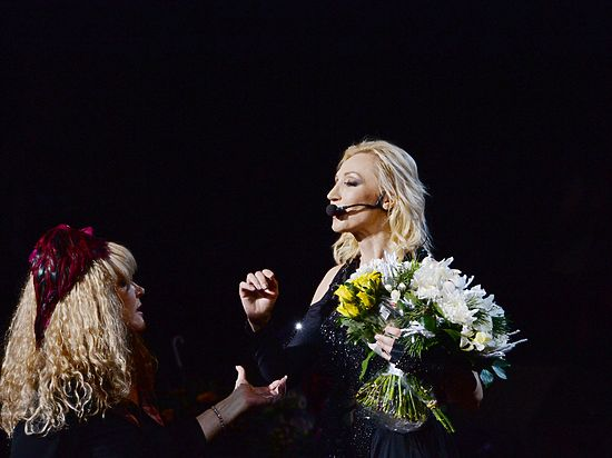 Пугачева пришла на кремлевский концерт Орбакайте в интригующем образе