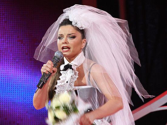 На концерте Наташи Королевой Николаев бежал от нее, роняя цветы