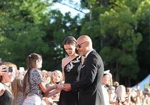 Одна их самых обсуждаемых пар уходящего года – 49-летний Фёдор Бондарчук и 28-летняя Паулина Андреева – определились с датой свадьбы, но держат её в строжайшем секрете