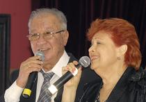 Который уже год популярнейший вокальный дуэт Аллы Иошпе и Стахана Рахимова приглашает друзей на веселый и светлый праздник Хануки
