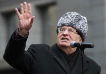 Глава ЛДПР Владимир Жириновский предложил вернуть Кремлю белый цвет и заменить звезды на его башнях двуглавыми орлами