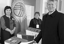 В республике в минувшее воскресенье, 11 декабря, состоялось одно из ожидаемых событий в политической жизни года - референдум в поддержку внесения досрочных изменений в Конституцию страны, ставший камнем преткновения между оппозицией и властями и разваливший парламентскую коалицию