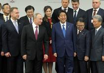 План Синдзо Абэ не сработал: Владимир Путин отказался от неформального отдыха на термальном курорте, а из всех горячих источников приложился только к одному - сакэ