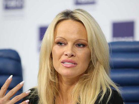 Памела Андерсон призналась, что не носит меха — это не гламурно