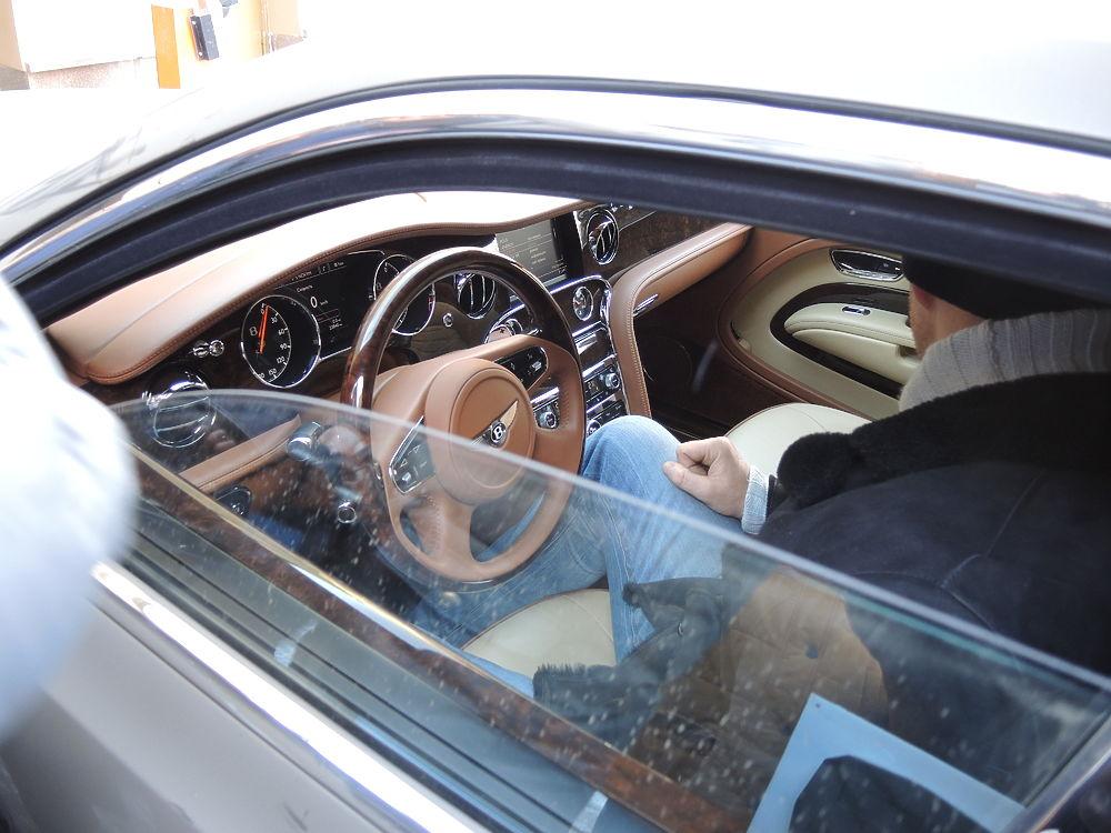 Судебные приставы арестовали безумно дорогие автомобили экс-губернатора Сахалина Александра Хорошавина