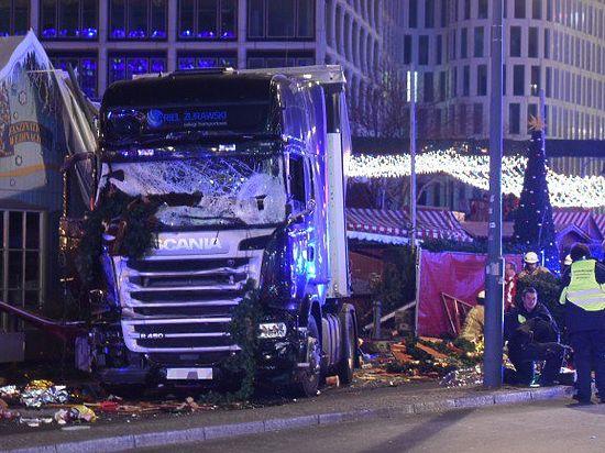 Грузовик, протаранивший ярмарку в Берлине, убил девять человек