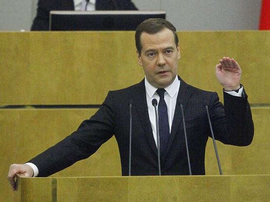 Премьер Медведев призвал единороссов ябедничать на коллег