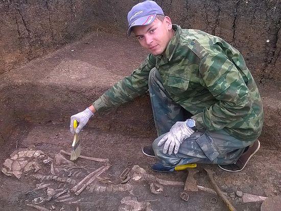 Нижегородские археологи исследовали могильник, разрушенный вандалами