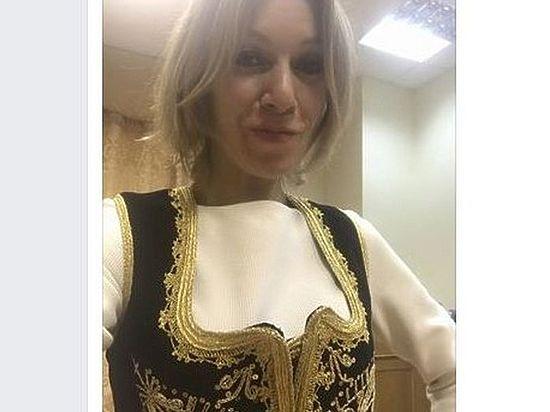 Целовавший руки Захаровой глава МИД Сербии подарил ей жилетку