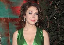 Светская журналистка Божена Рынска, посетовавшая, что не все журналисты телеканала НТВ летели разбившимся в Сочи Ту-154, сообщила, что неизвестные обклеили ее балкон фотографиями погибших журналистов телеканала